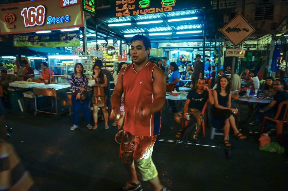 Street Perform Jalan Alor
