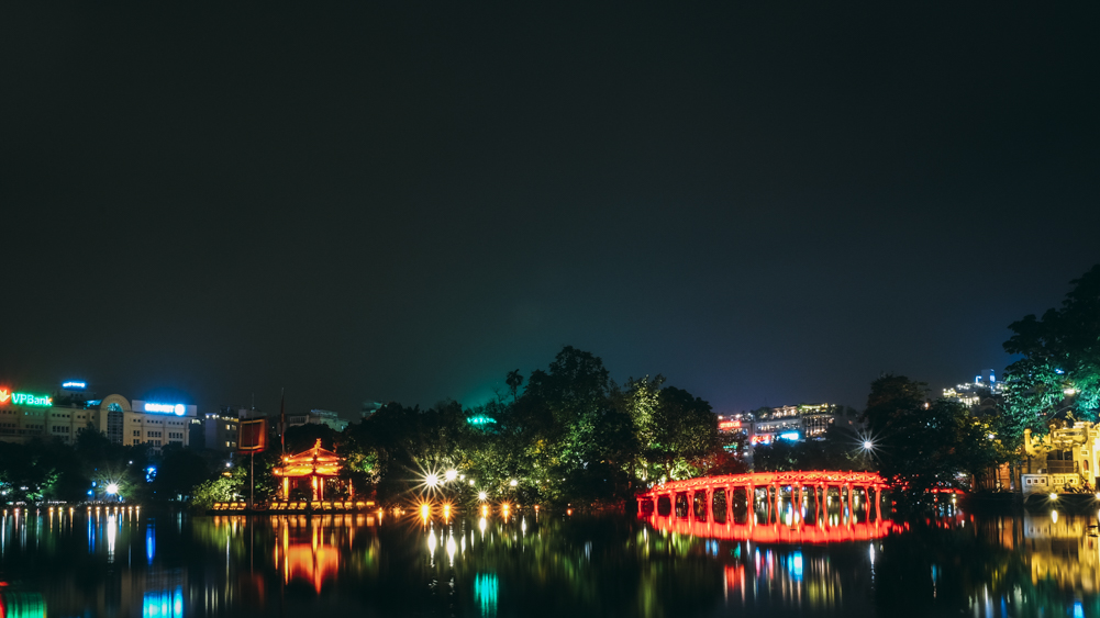 Hoan Kiem Lake Night View